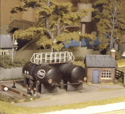 Ratio 529 OO Scale Oil Depot - Plastic Kit