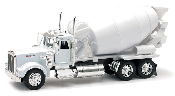 New-Ray 10533C 1:32 Kenworth W900 Cement Mixer