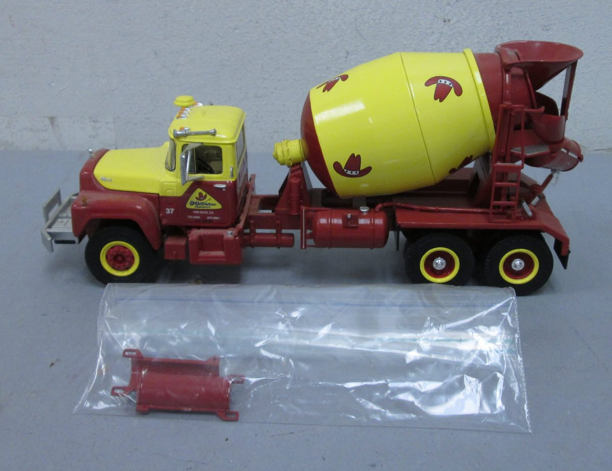 First Gear 19-2593 1:34 Bonanza Concrete Mack R Cement Mixer Truck