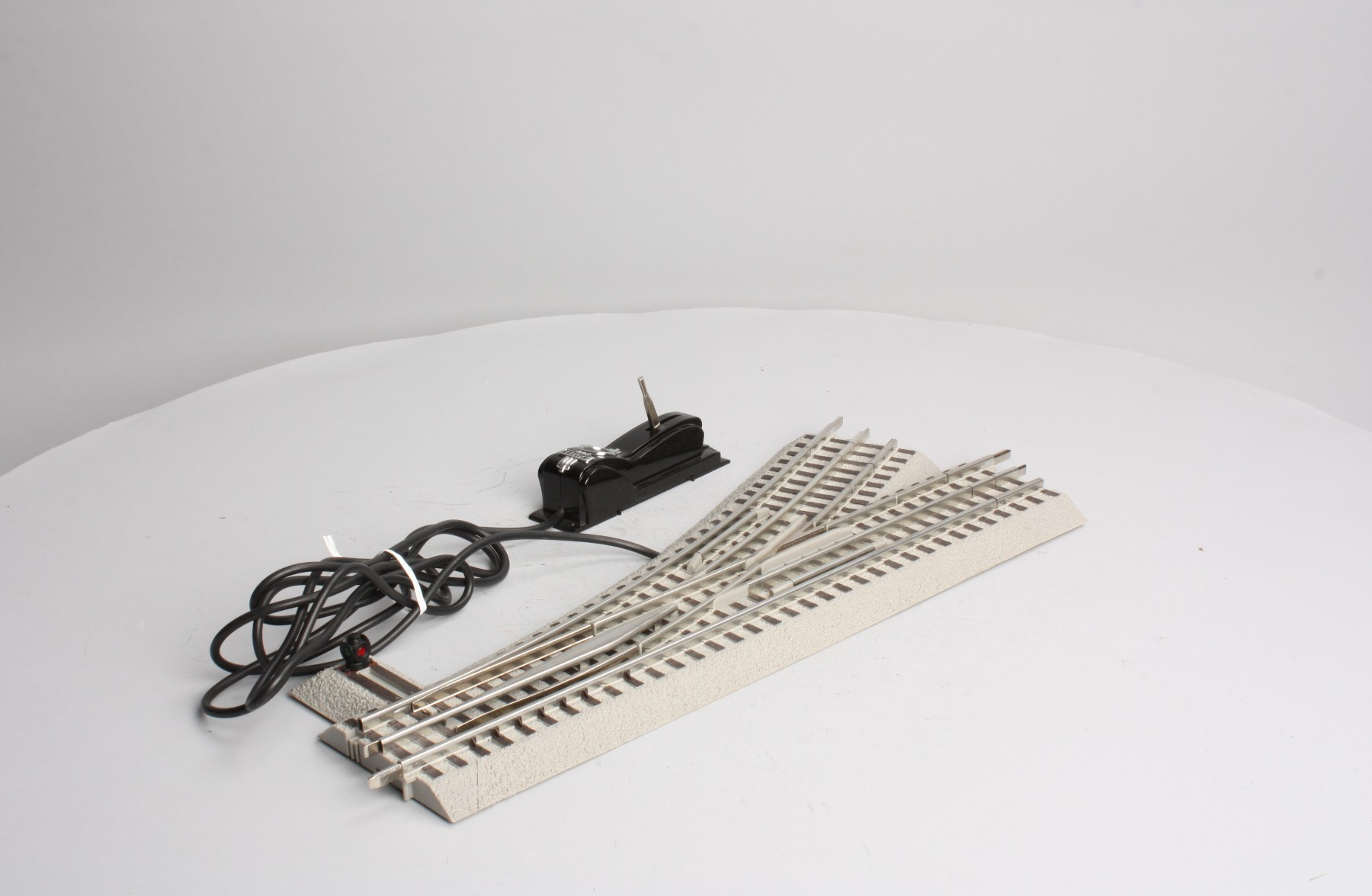 Lionel 6 12057 Fastrack O60 Left Hand Remote Switch 3 23922120571 Postwar 022 O Gauge Pair W Controllers Description
