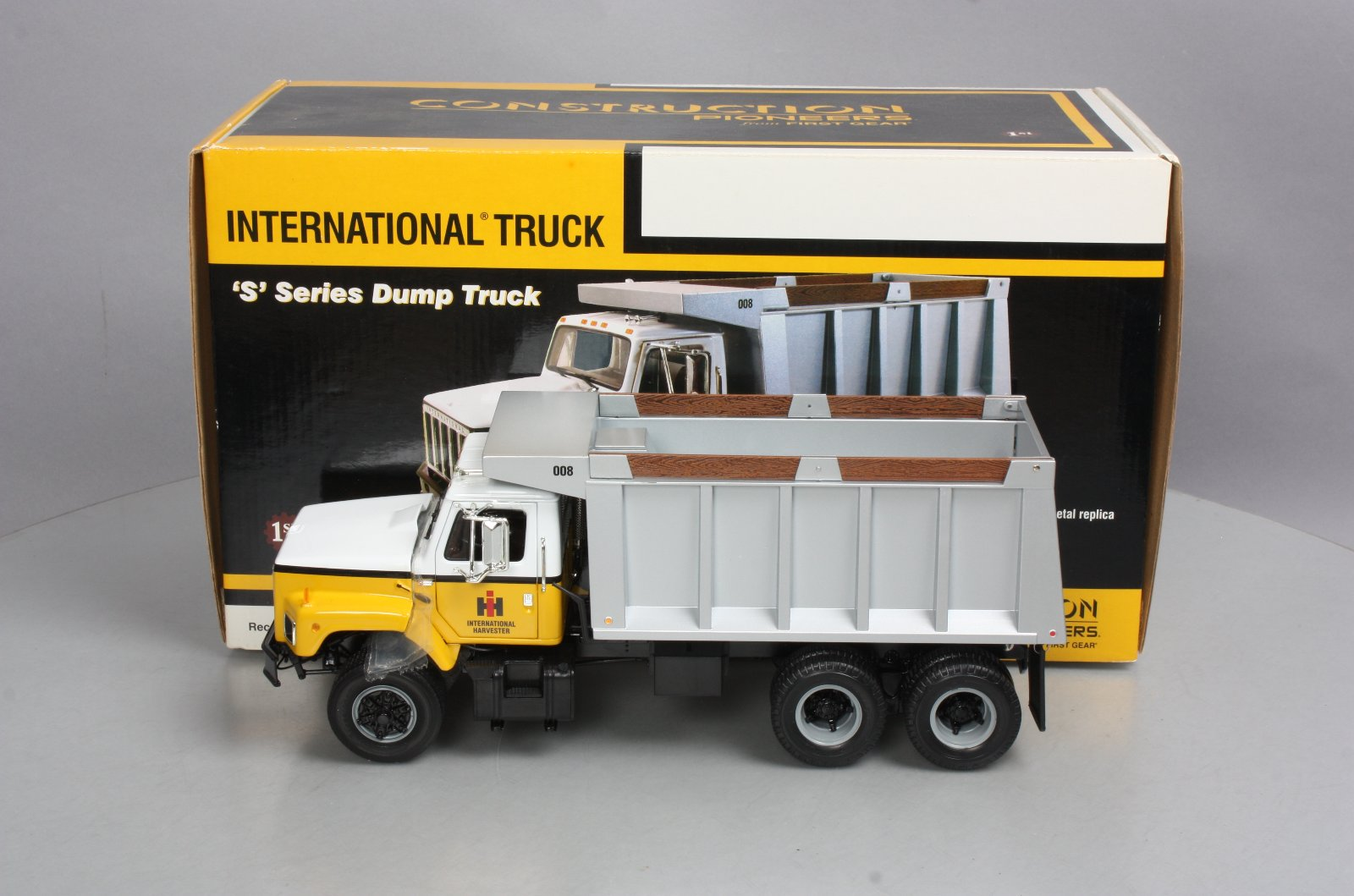 Details about First Gear 40-0190 1:25 International Harvester - S-Series  Dump Truck